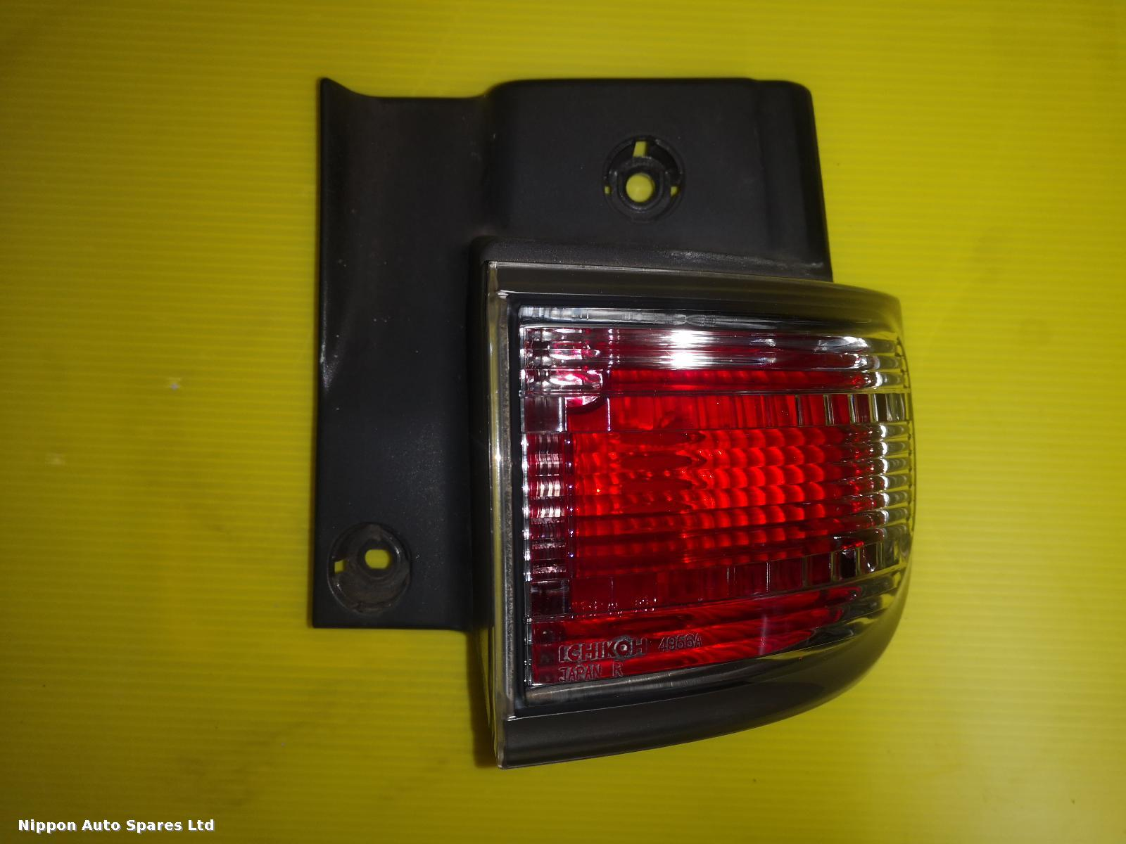 Nissan ELGRAND R Taillight TOP LIGHT CLEAR: 56074